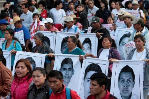 Video: Miles marchan en apoyo a desaparecidos