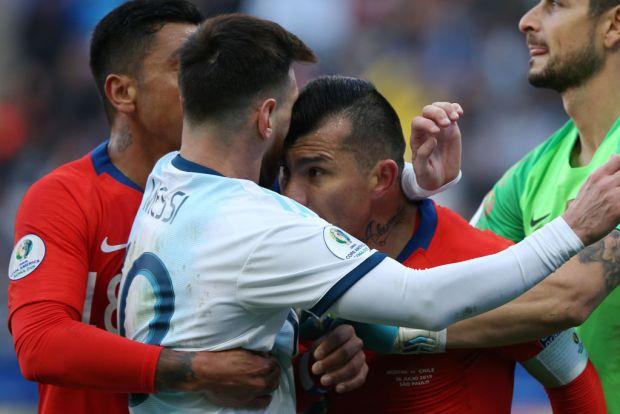 [TLMD - National - LV] Expulsados Messi y Medel que casi se van a los puños