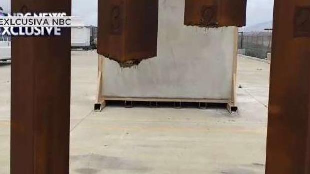 [TLMD - LV] Cortan con una sierra un prototipo del muro fronterizo
