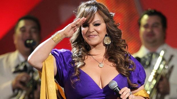 Jenni Rivera aparece como holograma en nuevo video