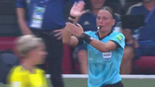 ¡Mano! Le anulan el gol del empate a Ellen White