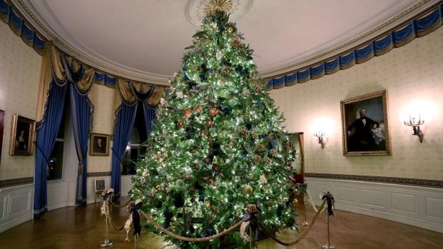 Develan la decoración navideña de la Casa Blanca