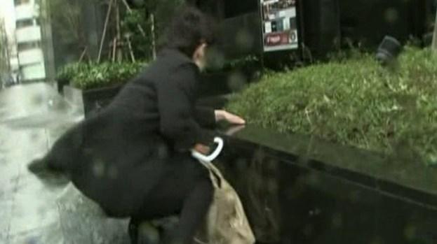 Video: Vientos feroces azotan Japón