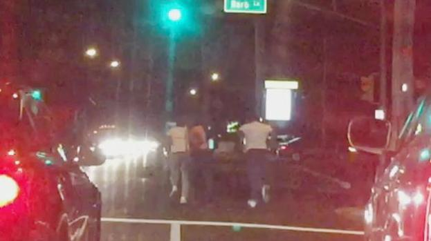 Discusión en autopista termina en paliza en NJ