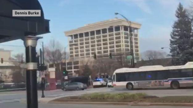Video capta sonido de disparos en hospital de Chicago