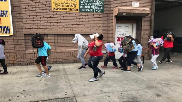 Confirman llegada a NY de 239 niños migrantes