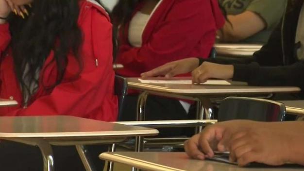 Buscan ayudar a estudiantes Latinos