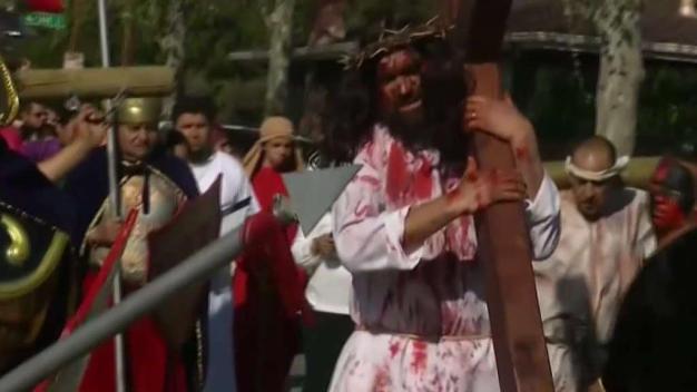 Feligreses conmemoran el viernes santo en San José