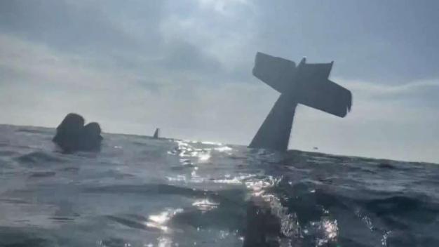 Hablan sobrevivientes de avioneta que cayó al mar