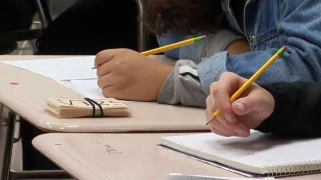 Hablan sobre la seguridad en las escuelas a raíz de tiroteos