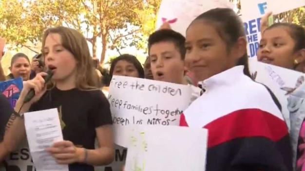 Niños en SF protestan contra detención de menores
