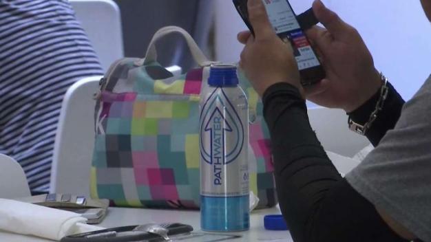 No más agua en botella de plástico en aeropuerto de SF