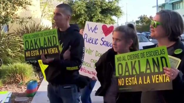 Protestan ante posible cierre de escuelas en Oakland