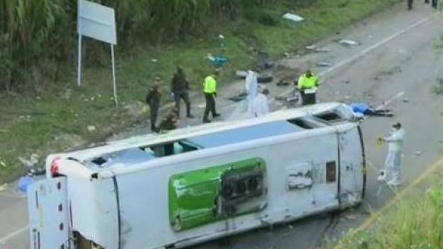 Vuelco de autobús deja nueve muertos en Colombia