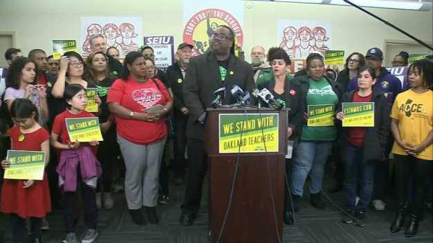 Maestros de Oakland anuncian que irán a huelga el jueves