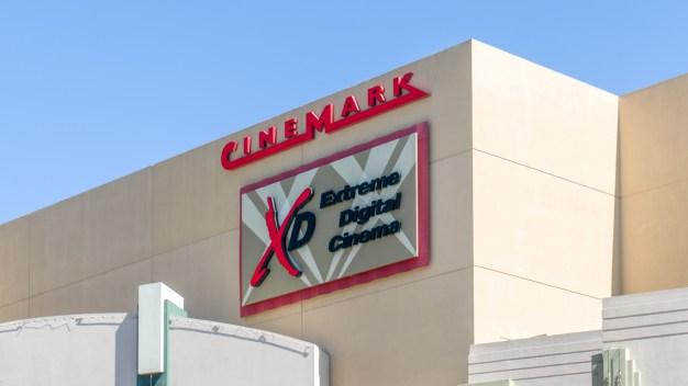 Cinemark prohibirá entrada de bolsos grandes a salas de cine