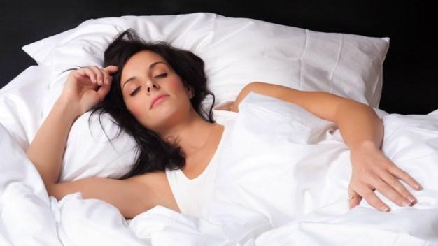 Estudio: hispanos entre los que menos duermen en EEUU