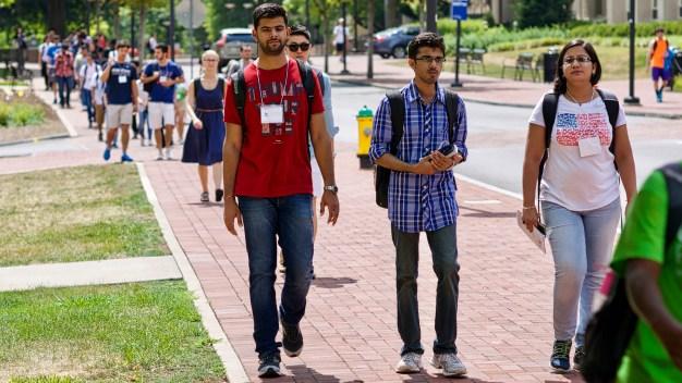 Informe: menos extranjeros vienen a EEUU a estudiar