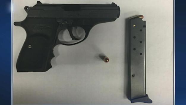 Arrestan a estudiante por llevar un arma de fuego a la escuela