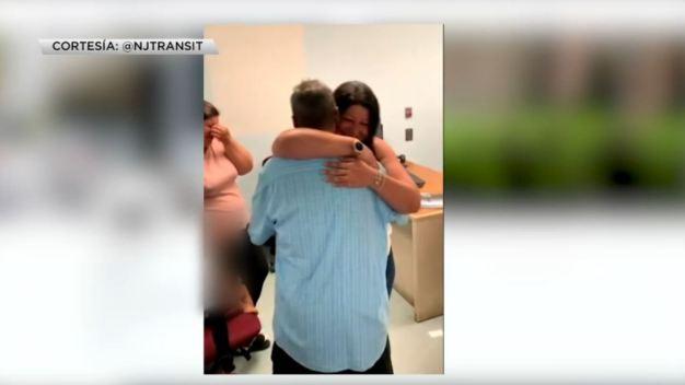 Desamparado hispano se reúne con su familia tras 24 años