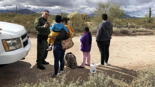 Desmiente retiro de cargos a quienes cruzaron con niños