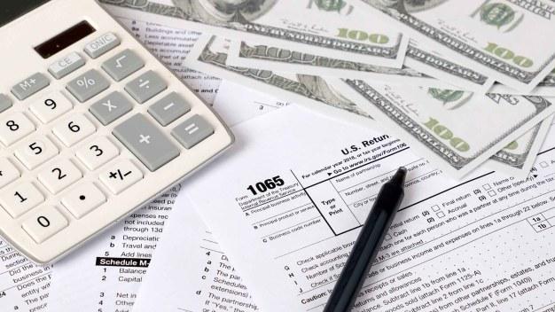 Revisarán miles de reembolsos de impuestos en California
