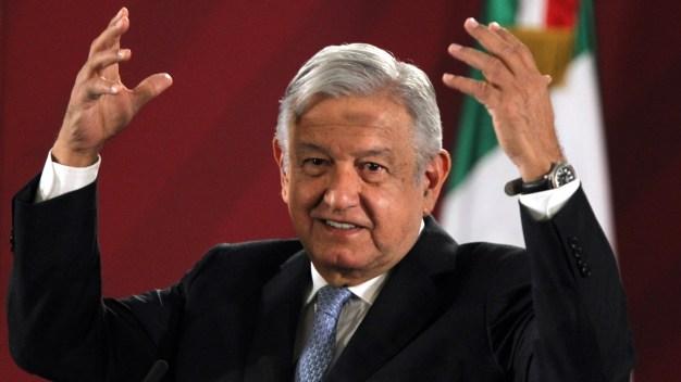 """AMLO: """"mezquindad"""" preguntar costo de asilo a Evo"""