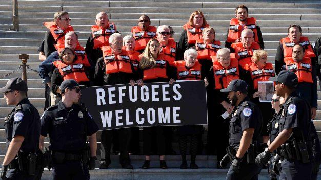 Refugiados demandan a EEUU para que los dejen mudarse}