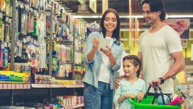Los latinos gastan más al comprar de regreso a clases}