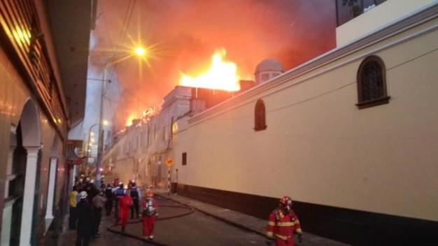 Se incendia lugar donde murieron 300 personas en 2001