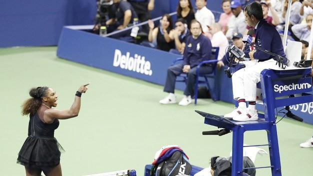 Serena Williams estalla contra el árbitro en plena final