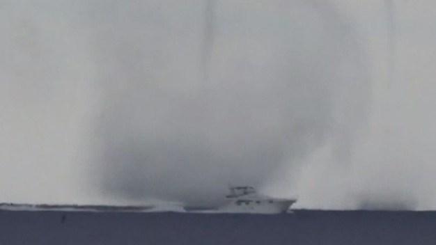 En video: feroz tromba marina casi envuelve a un yate