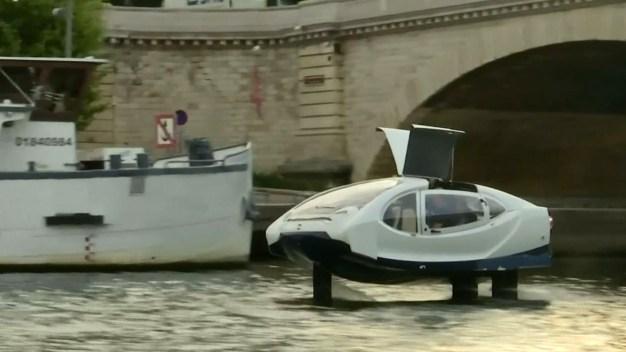 """En video: el taxi eléctrico que """"vuela"""" sobre el agua"""