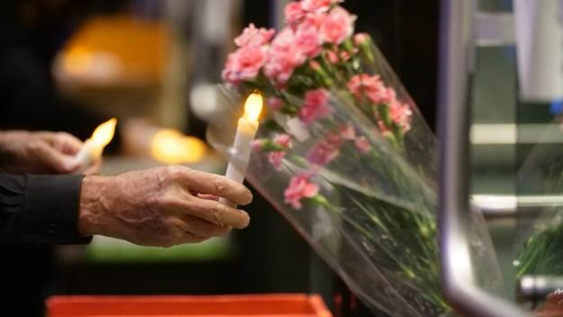 Comunidad de Thousand Oaks rinde homenaje a víctimas de la masacre