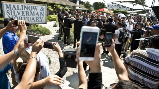 Los restos de Juan Gabriel son trasladados a México