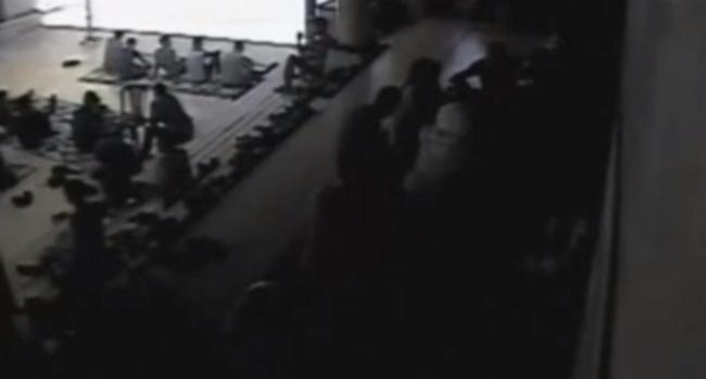 Video: Captan brutal ataque en mezquita