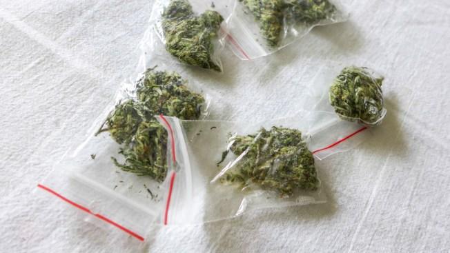 Premiaban a sus hijas con cocaína y marihuana