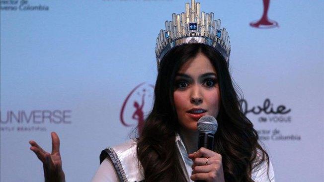 Miss Universo exhorta a educar sobre el sida