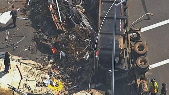 Fremont: conductor herido por camión volcado