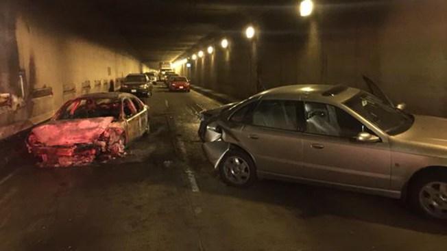 Desalojos por fuego en Caldecott Tunnel