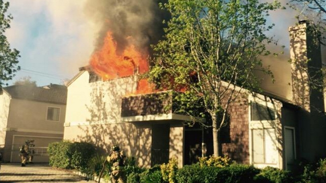 Desalojos por fuego residencial en Campbell