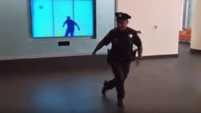 Oficial de San Francisco hace breakdancing para paciente de cáncer