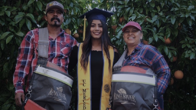 Emotivo homenaje de hispana a sus padres trabajadores del campo, se hace viral