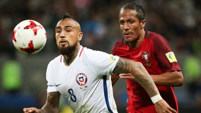 Bravo prometió a sus compañeros atajar dos o tres penaltis
