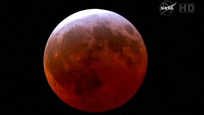 El eclipse: una hermosa luna roja de abril