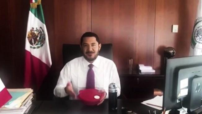 """Tuppers"" del líder del Senado originan reto viral"