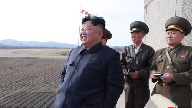 Líder norcoreano supervisa la prueba de nueva arma táctica