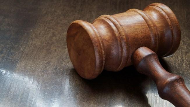 """Corte falla que amenaza contra ciudades santuario es """"ilegal"""""""