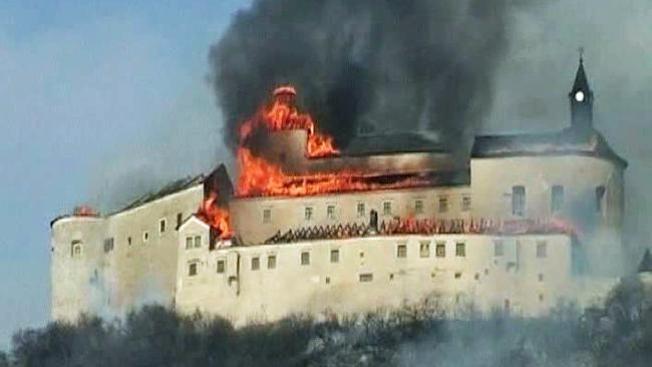 Arde castillo medieval