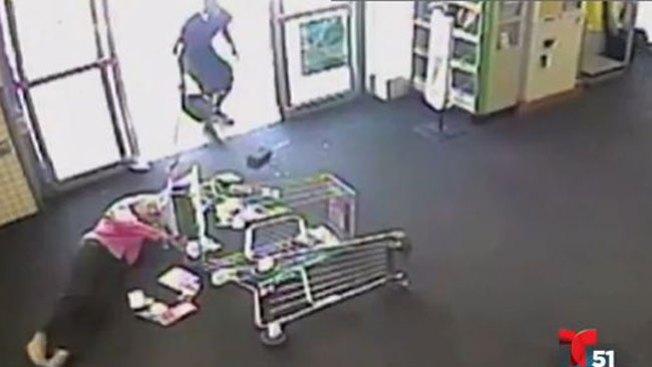 Cruel ataque a anciana en supermercado